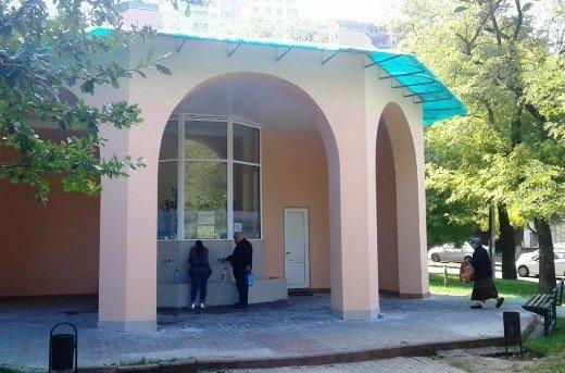 Затянувшийся ремонт бювета в Михайловском сквере завершился (ФОТО)