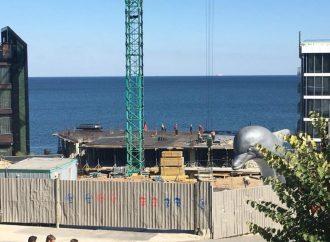 Строительство на одесском побережье продолжается, несмотря на запрет