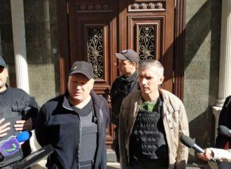 Аваков и Луценко отложили визит в Одессу, с журналистами общались активисты