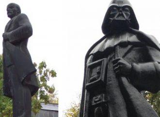 Ленин жив? Где и в каком виде сохранились памятники советскому вождю?