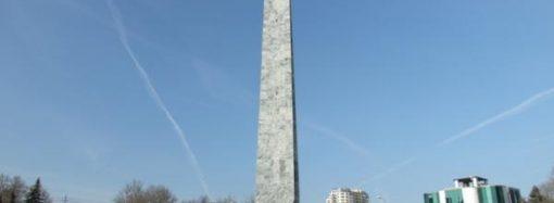 Стелу на площади 10 Апреля признали аварийной и будут ремонтировать