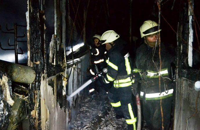 Пожар на заводе под Одессой полностью потушили лишь утром