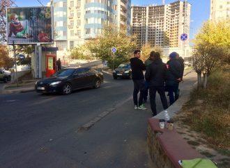 Жители Гагаринского плато организовали «Гагаринские Дружины» и не пропускают фуры на стройку