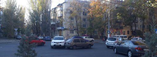 ДТП в Лунном переулке: столкнулись две иномарки