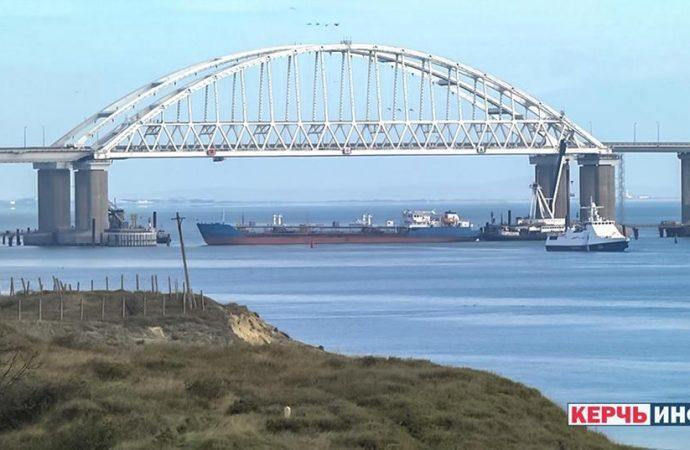 Шестеро украинских военных моряков ранены в процессе перехода трех кораблей из Одессы в Мариуполь