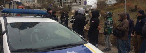 Полиция помешала протестующим против застройки Гагаринского плато снова перекрыть дорогу строительной технике