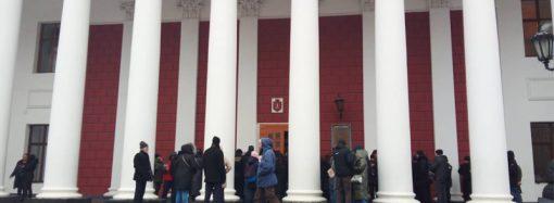 Центр города перекрывали не зря: мэр пообещал приостановить скандальную стройку