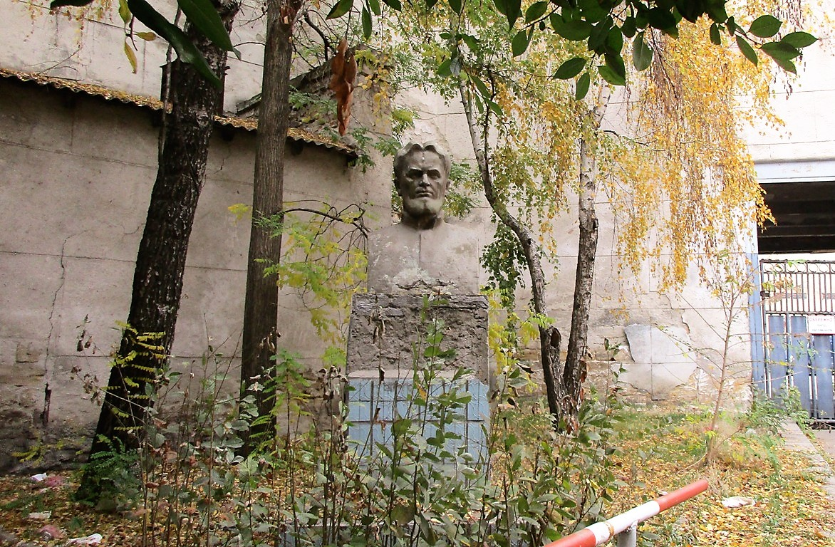 памятник хворостину