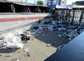 Подземный переход у Привоза превратился в мусорную свалку
