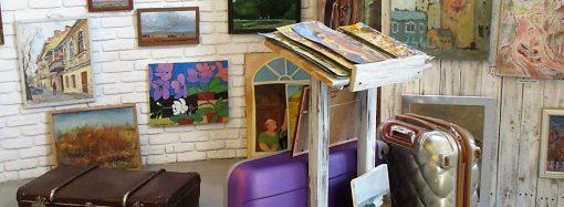 Искусство в чемоданах: в Одессе открылась необычная «багажная» выставка