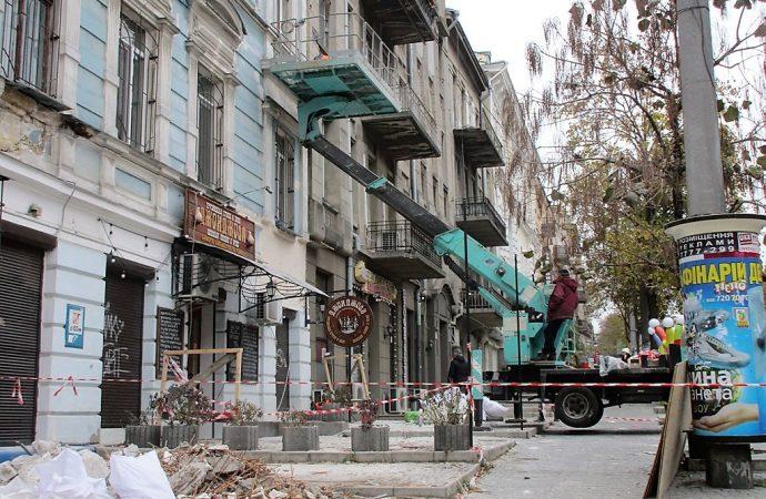 Избавление от опасного декора на старых одесских домах преподносит сюрпризы