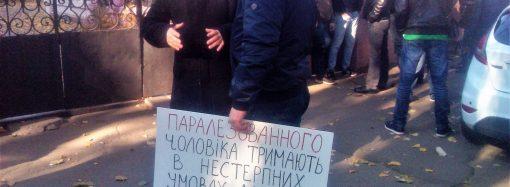 Митинг под консульством Грузии: близкие подозреваемых в покушении на Олега Михайлика добиваются улучшения условий содержания