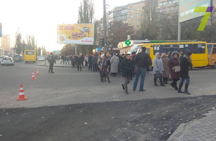 Жители многоэтажек на Бочарова перекрывали дорогу, требуя включить отопление