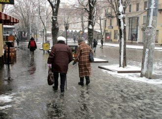 Улицы в центре города: грязно, скользко и «елочно»