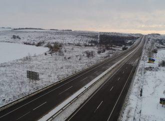 В Одесской области продолжается снегопад, но дороги проездные