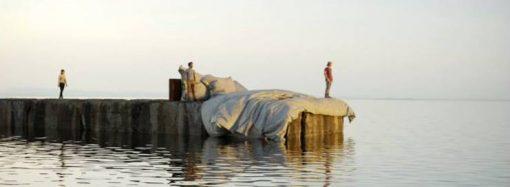 Гигантомания в Одессе: в море хотят установить 100-метровую статую, а на пляже – огромную постель