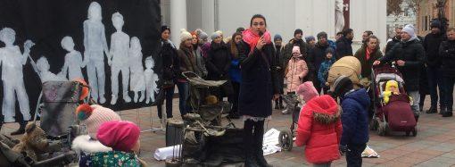 Возле горсовета активисты с Гагаринского плато устроили арт-инсталляцию и обратились к президенту (ФОТО)