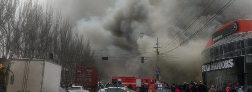 Пожар с сильным задымлением на Николаевской дороге — горит почта (ВИДЕО)
