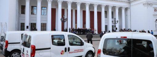 Одесские медучреждения получили новые машины «неотложки»