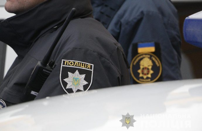 Полицейские помогали жителям области выбраться из снежных ловушек