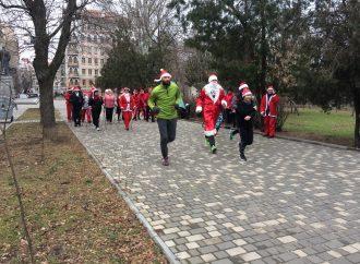 Предновогодний забег Санта-Клаусов прошёл в Одессе