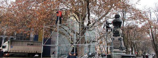 Сцену для встречи Нового года начали устанавливать в Одессе