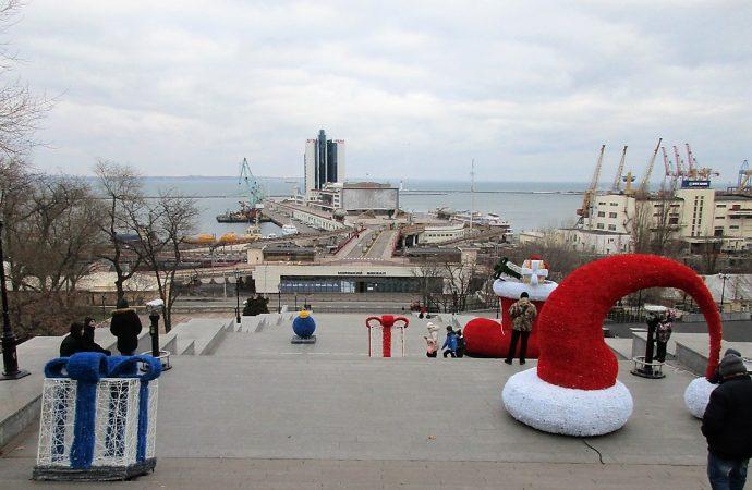Рождественская звезда, арт-ёлка и мега-дары появились возле Дюка и на Потемкинской лестнице