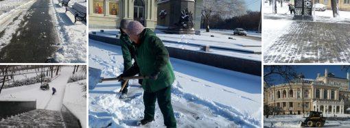 Как чистят улицы Одессы после ночного снегопада