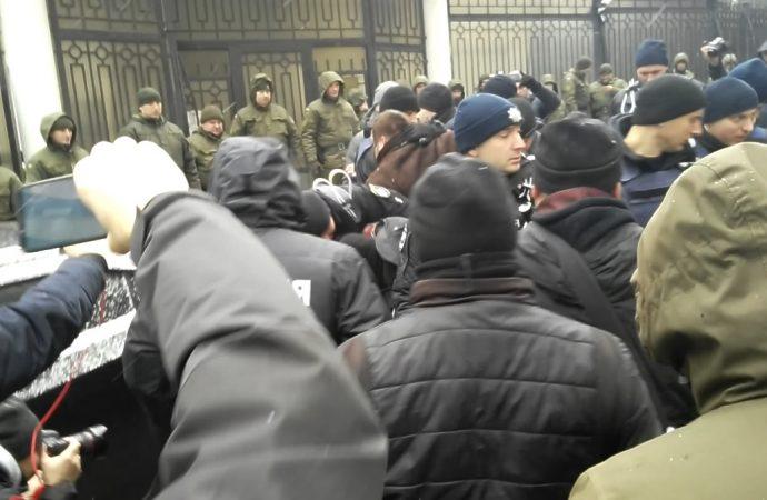 протест консульство рф