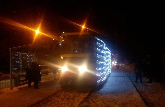 Рождественский парад трамваев прошёл в Одессе вечером 8 января