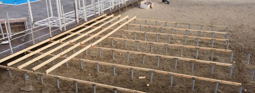 Аркадия: на пляже появился новый деревянный настил