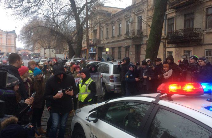 После вчерашней потасовки возле цирка полицейских ждёт внутренняя проверка