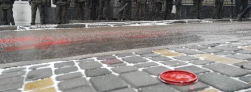 В поддержку пленных украинских военных моряков: под Консульством РФ в Одессе провели акцию протеста