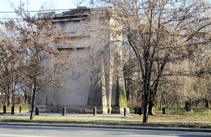 Мемориал, парк или зловещий пустырь: во что превратилось бывшее еврейское кладбище?