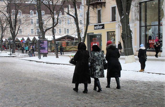 Гололёд в Одессе: горожанам напоминают, как уберечься от падения и где получить медпомощь