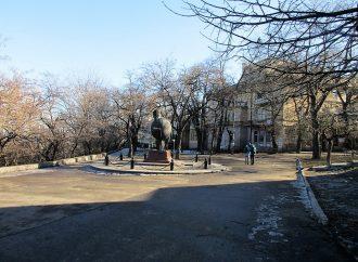 Чем славен бульвар Жванецкого: богатый скамеечный «ассортимент» и призрак «Вишневого сада»
