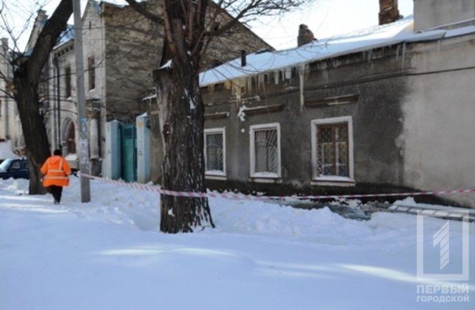 Одесситов просят не ходить под стенами домов