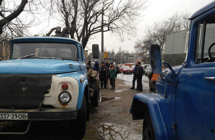 Из-за аварии на Люстдорфской в трех районах города отключили воду