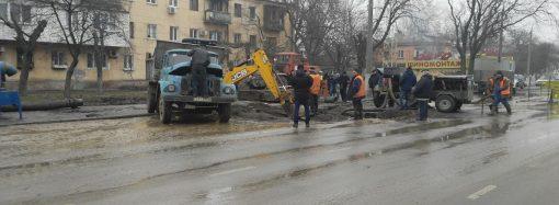 Что происходит сейчас на месте прорыва водопровода на Люстдорфской? (ФОТО)
