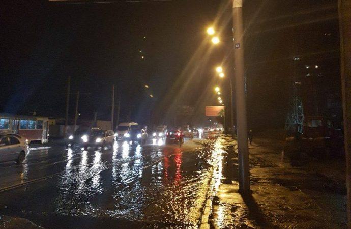 Ремонт водопровода на Люстдорфской обещают закончить к 10 вечера