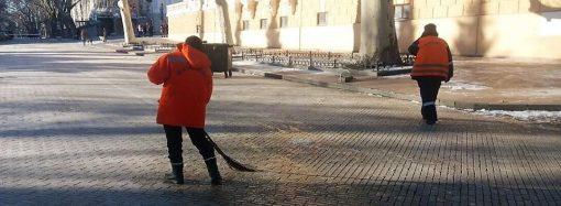Гололёд в Одессе: проезжую часть начали обрабатывать вчера, улицы — сегодня утром