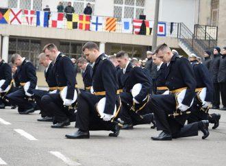 Двоим плененным Россией украинским морякам в Одессе присвоили лейтенантские звания