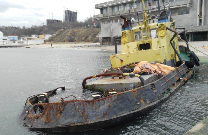 """Буксир с пляжа """"Дельфин"""" обещают убрать до 20 марта"""