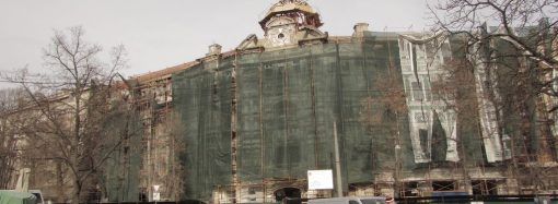 Реконструкция Дома Руссова продолжается: обновления фасада уже заметны