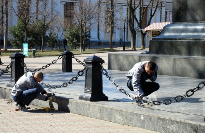 памятник воронцову моют