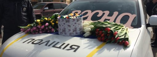 Патрульные полицейские останавливали женщин за рулем и дарили цветы