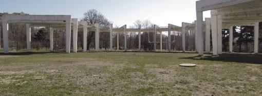 Бетонные конструкции в парке Победы идут под снос – здесь построят сцену