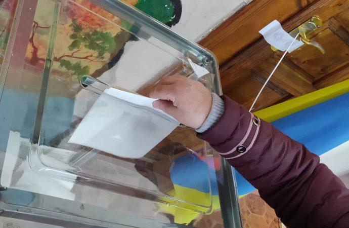 Более 10 тысяч человек сменили место голосования на Одесскую область