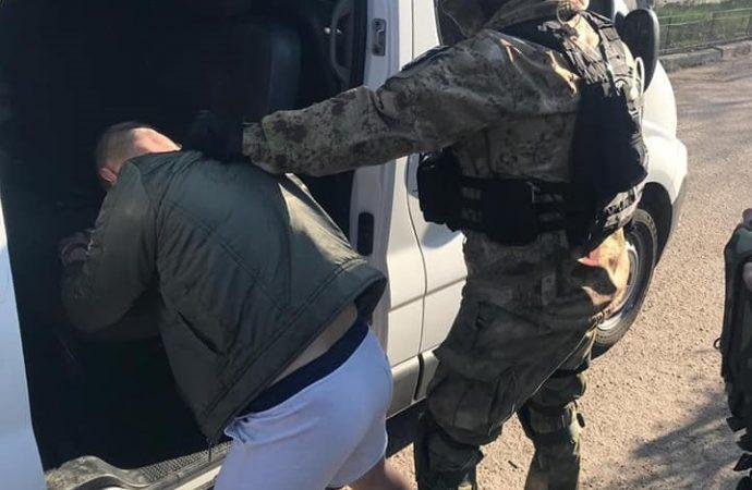 Полиция задержала мужчину, напавшего на сбитых автомобилем нацгвардейцев