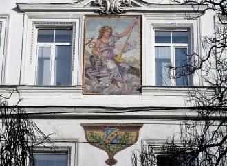 Не картина и не Екатерина: кто изображен на фасаде дома возле Екатерининской площади